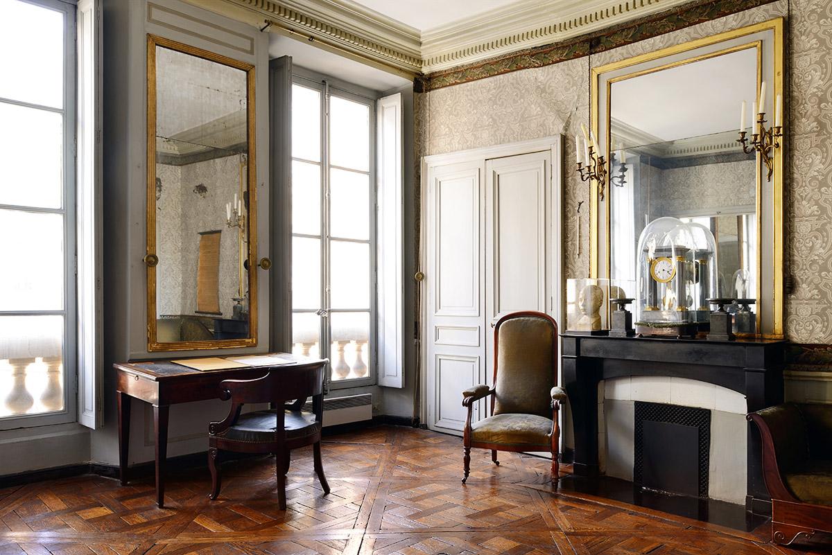 Auguste Comte, desk