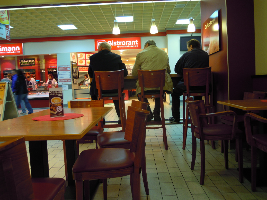 Gotha's Kaufland in the morning: The best place to meet pensioners at a coffee