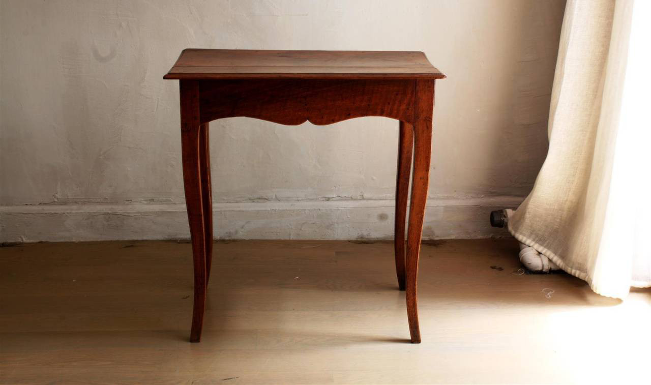 https://www.1stdibs.com/furniture/tables/side-tables/18th-century-louis-xv-style-small-side-table/id-f_1812802/